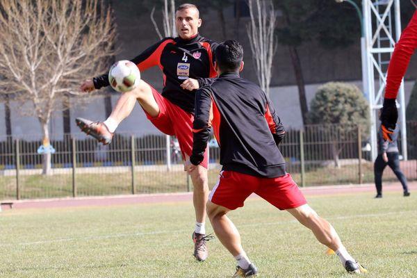 حسینی: در یک سال سخت به قهرمانی رسیدیم