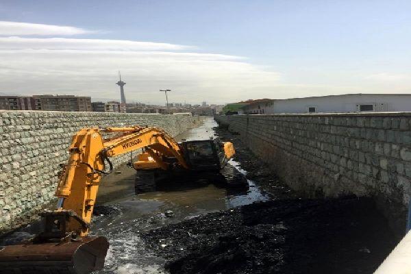 مسیل ها و کانال های منطقه2 لایروبی و پاکسازی شد