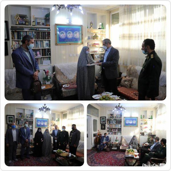 دیدار شهردار منطقه ۱۶ با مادر شهیدان خالقی پور
