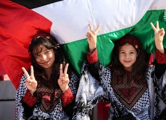 تماشاگران فلسطینی در جام ملتهای آسیا + عکس