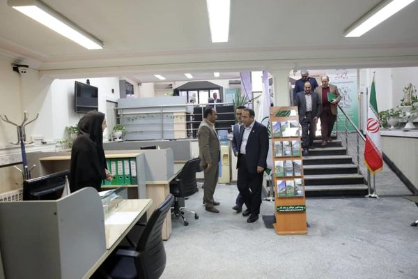 همزمان با دهه فجر مدیرعامل بیمه البرز از شعب استان سیستان و بلوچستان بازدید کرد