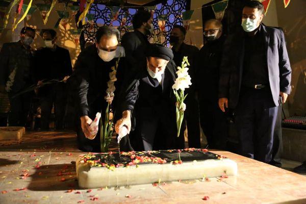 مزار شهدای گمنام میدان امام حسین (ع) در قلب طهران غبارروبی شد