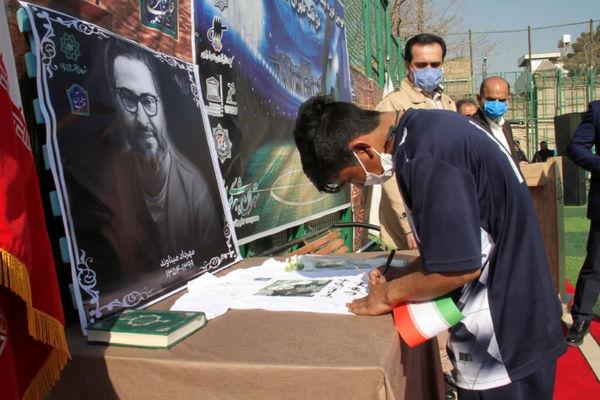 مراسم یادبود زندهیاد مهرداد میناوند، قهرمان پیشین تیم ملی ایران