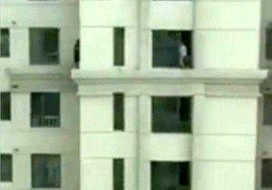 قایمباشک ترسناک کودکان در طبقه سیوسوم یک برج + عکس