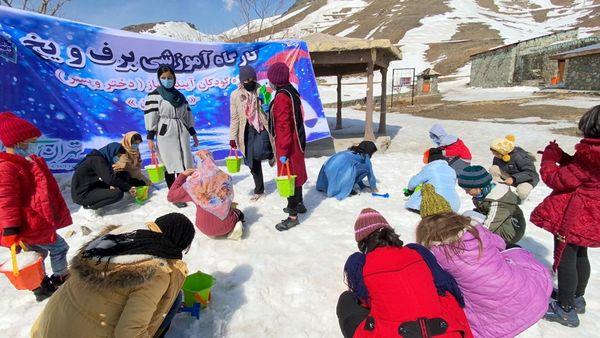 حضور کودکان آیندهساز منطقه 12 گرمابخش سرمای زمستانی توچال