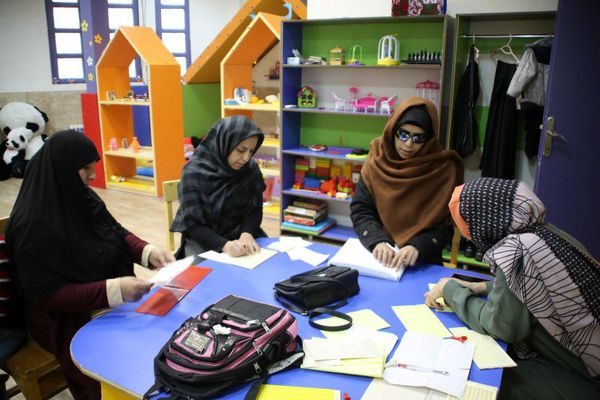 آموزش مهارت های اجتماعی به کودکان نابینا در باغچه حواس منطقه ۱۵