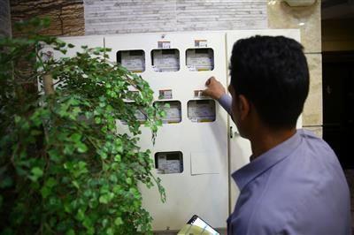 نصب برچسب اطلاعات اشتراک بر روی کنتورهای برق در استان قم