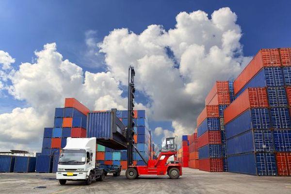 واردات ۸۶ درصد کالاهای اساسی با ارز ۴۲۰۰ تومانی
