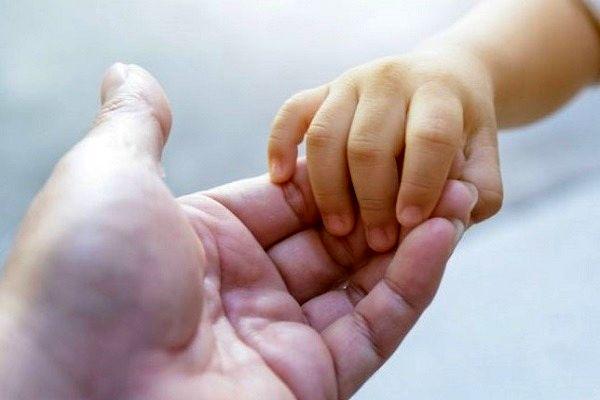 نوزاد پنج روزه قمی حامی کودکان محسنین شد