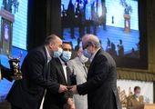 تندیس سیمین جایزه مدیریت مالی به کارآفرین رسید