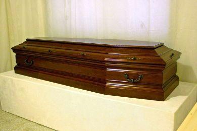 ماشین گران قیمت با جسد صاحبش دفن شد!+عکس