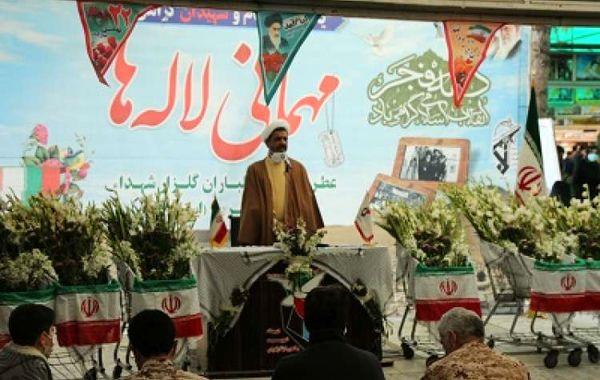 مراسم مهمانی لاله ها با تقدیم 6000 شاخه گل در 92 گلزار استان قم برگزار شد