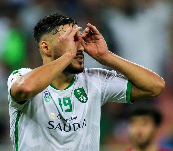 مهاجم الجزایری بازی با استقلال را از دست داد