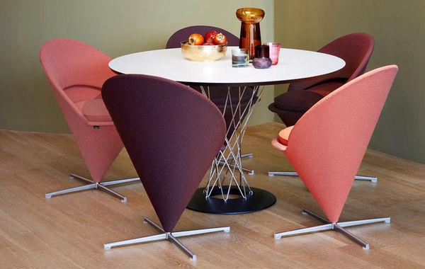 میز ناهار خوری گرد با مبل راحتی