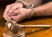 خواننده معروف با لباس زندان در دادگاه