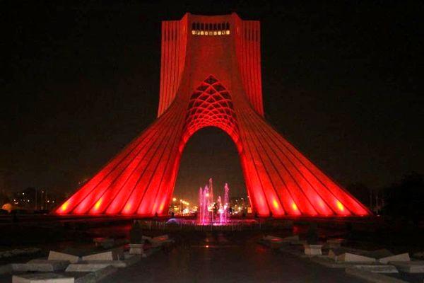 برج آزادی قرمز رنگ شد